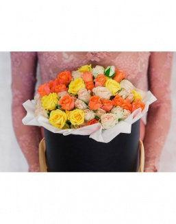 Bright - a mix of roses in a decorative box | Blue roses flowers