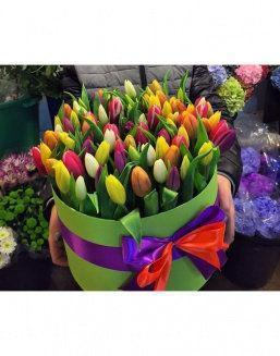 Chic tulips in hat box | Flowers to girlfriend flowers