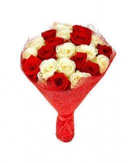Bouquet of 21 red and white roses mixed | Flowers to girlfriend flowers